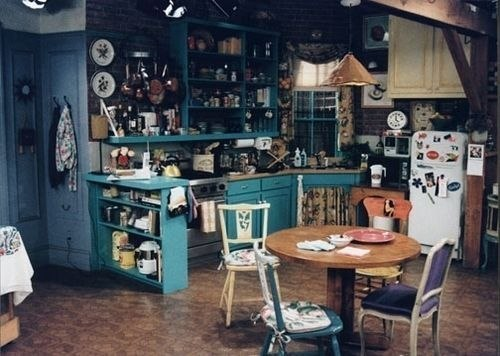 funny-pictures-friends-kitchen