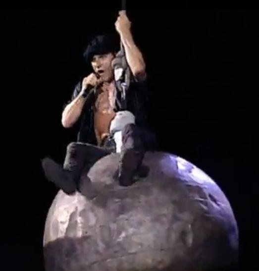 funny-pictures-acdc-miley-cyrus