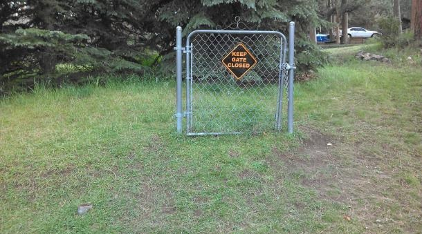 funny-pictures-keep-gate-closed