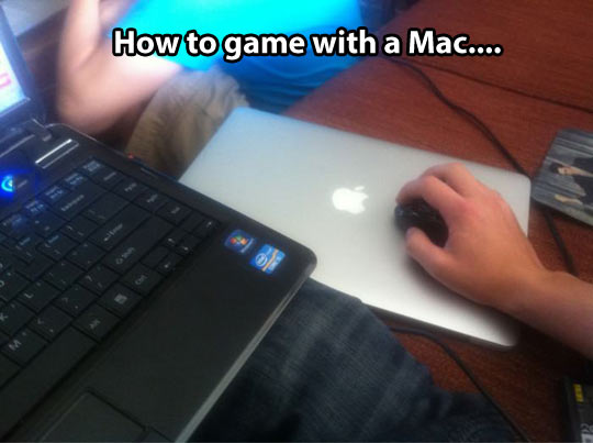 funny-pictures-play-game-with-mac