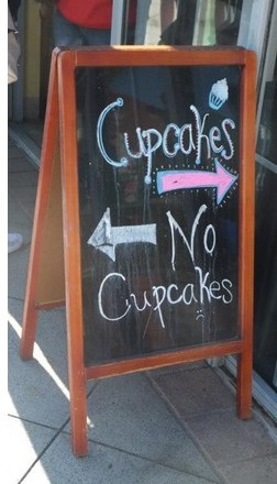 funny-pictures-sign-cupcakes