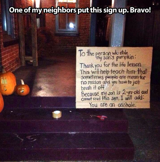 funny-picture-halloween-pumpkins-sign-neighbor