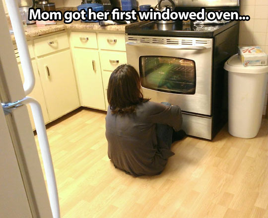 funny-picture-mom-sitting-floor-oven