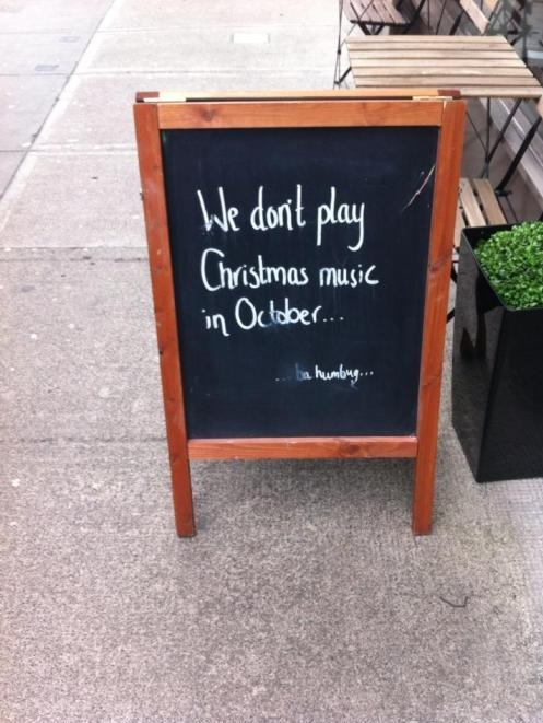 funny-picture-play-christmas-music