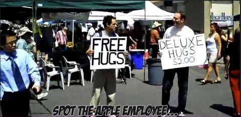 funny-picture-apple-hugs