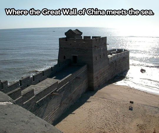 funny-picture-great-wall-china-sea-beach