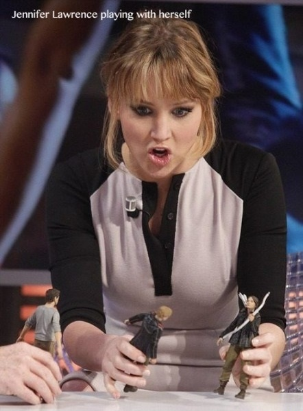 funny-picture-jennifer-lawrence-playing-with-herself