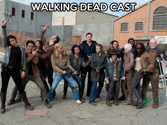 funny-picture-Walking-Dead-cast-picture-acting-posture