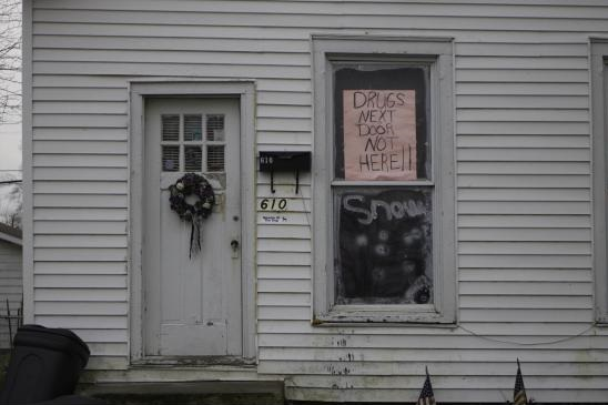 funny-picture-drugs-sign-neighbor