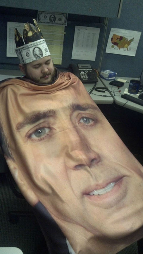 funny-picture-friend-sleep-Nicolas-Cage-crown