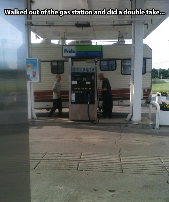 funny-picture-gas-station-motorhome