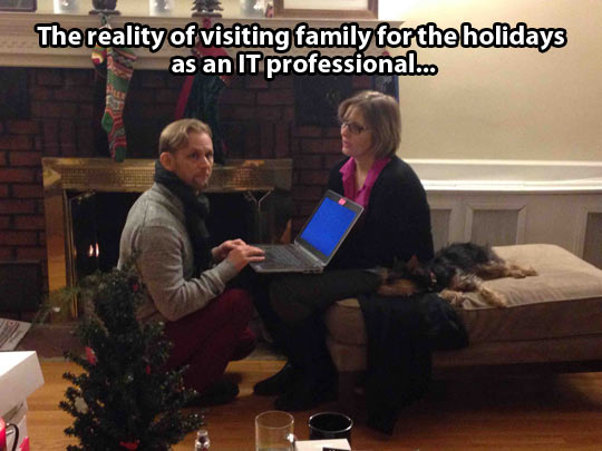 funny-picture-holidays-computer-Christmas-man-IT