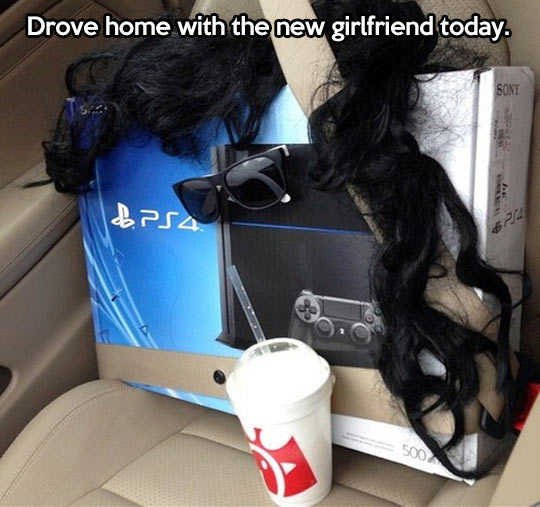 funny-picture-play-station-4-car-girlfriend