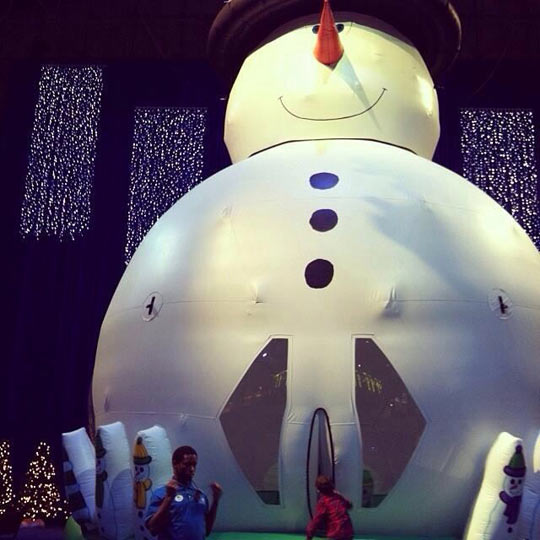 funny-picture-snowman-bouncy-house-kid