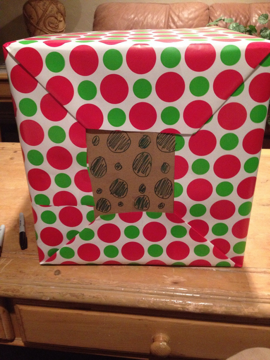 funny-picture-wrapping-gift-nailed-it