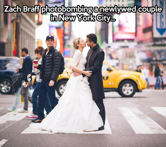 funny-picture-zach-braff-photobomb-couple-marriage