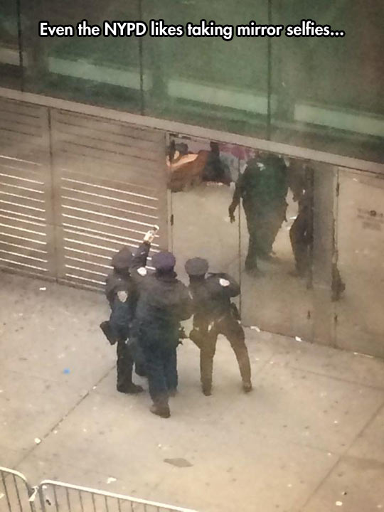 funny-picture-NYPD-selfie-mirror-street