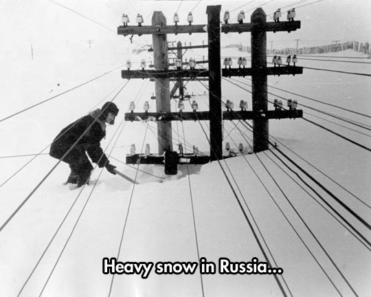 funny-picture-Russia-snow-electric-pole