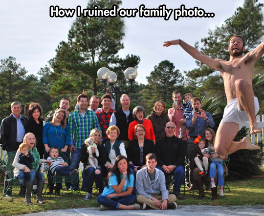 funny-picture-family-photo-jump-joke