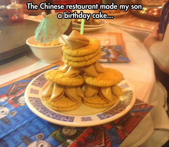 funny-picture-Chinese-birthday-cake-restaurant