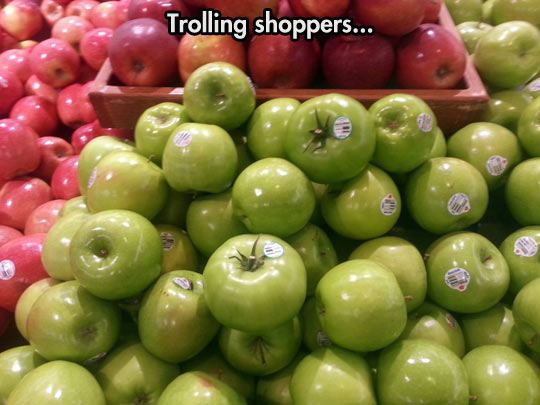 funny-picture-apple-tomatoes-store-prank