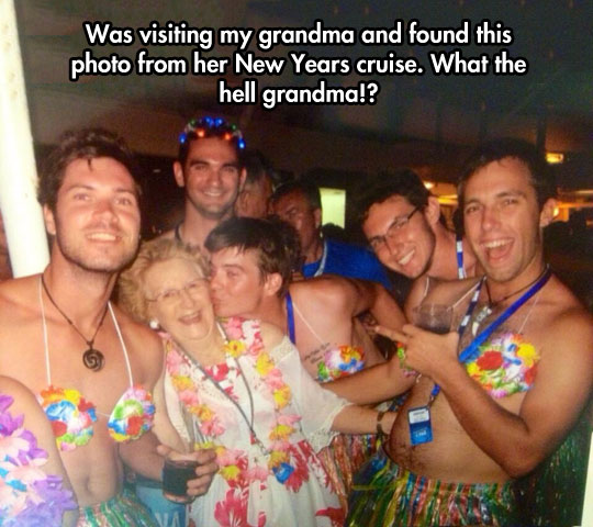 funny-picture-grandma-photo-cruise-party