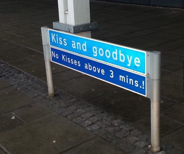 funny-picture-kiss-airport-sign