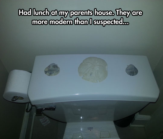 funny-picgture-three-shells-bathroom-toilet