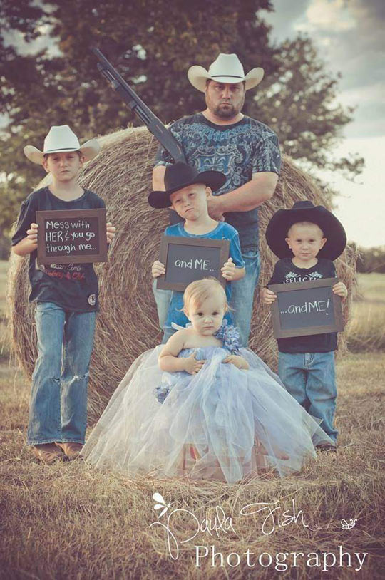 funny-picture-family-bodyguards-brothers-dad