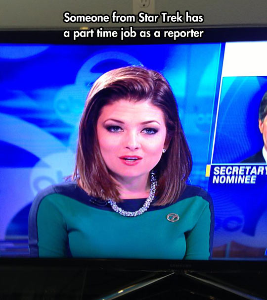 funny-picture-news-Star-Trek-reporter-uniform