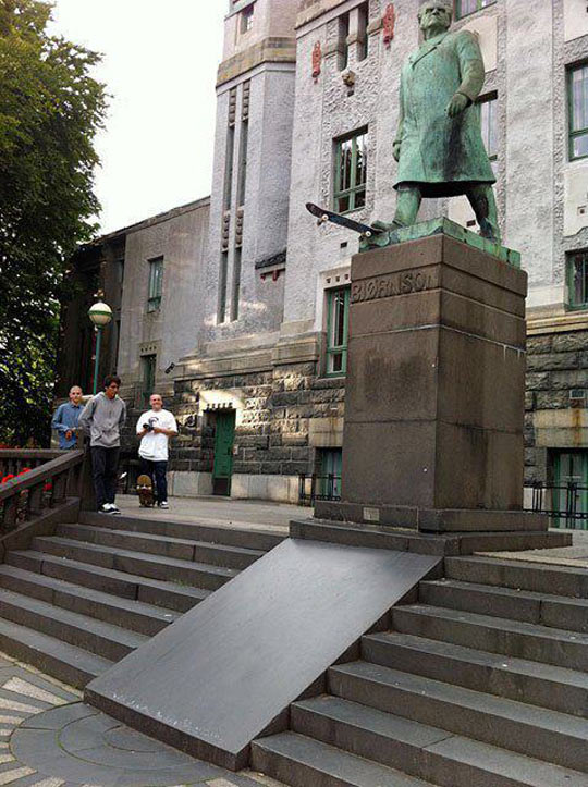 funny-picture-statue-skate-joke-ramp - Creative Vandals - Photos Unlimited