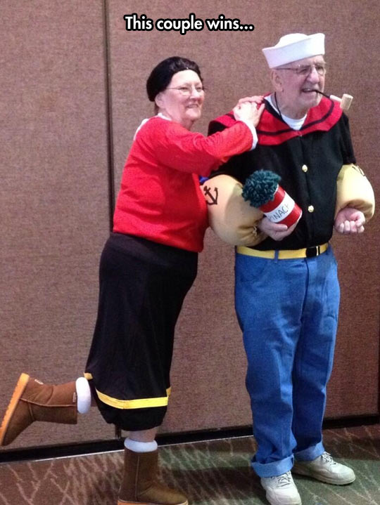 funny-picture-Popeye-Olive-costume-couple