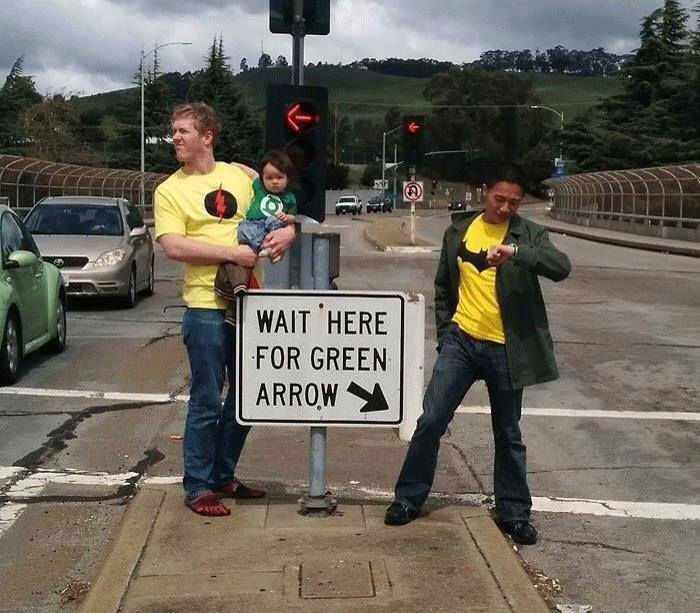 funny-picture-green-arrow-sign-road