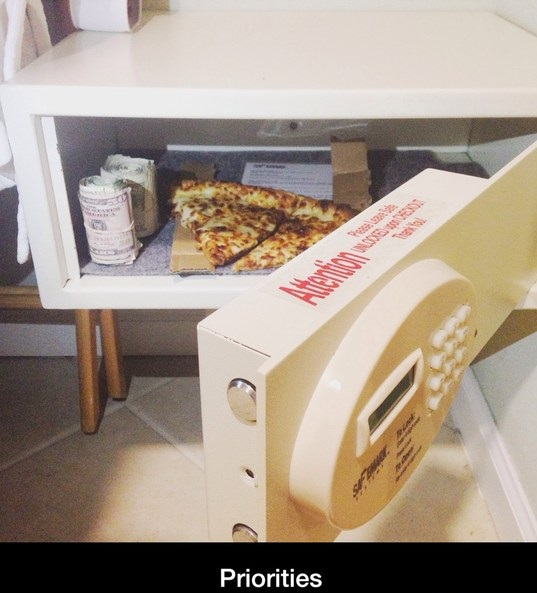 funny-picture-pizza-priorities