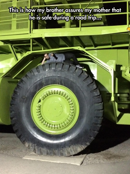 funny-picture-brother-truck-giant-wheel
