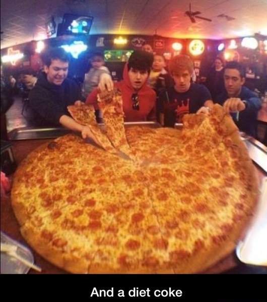 funny-picture-huge-pizza