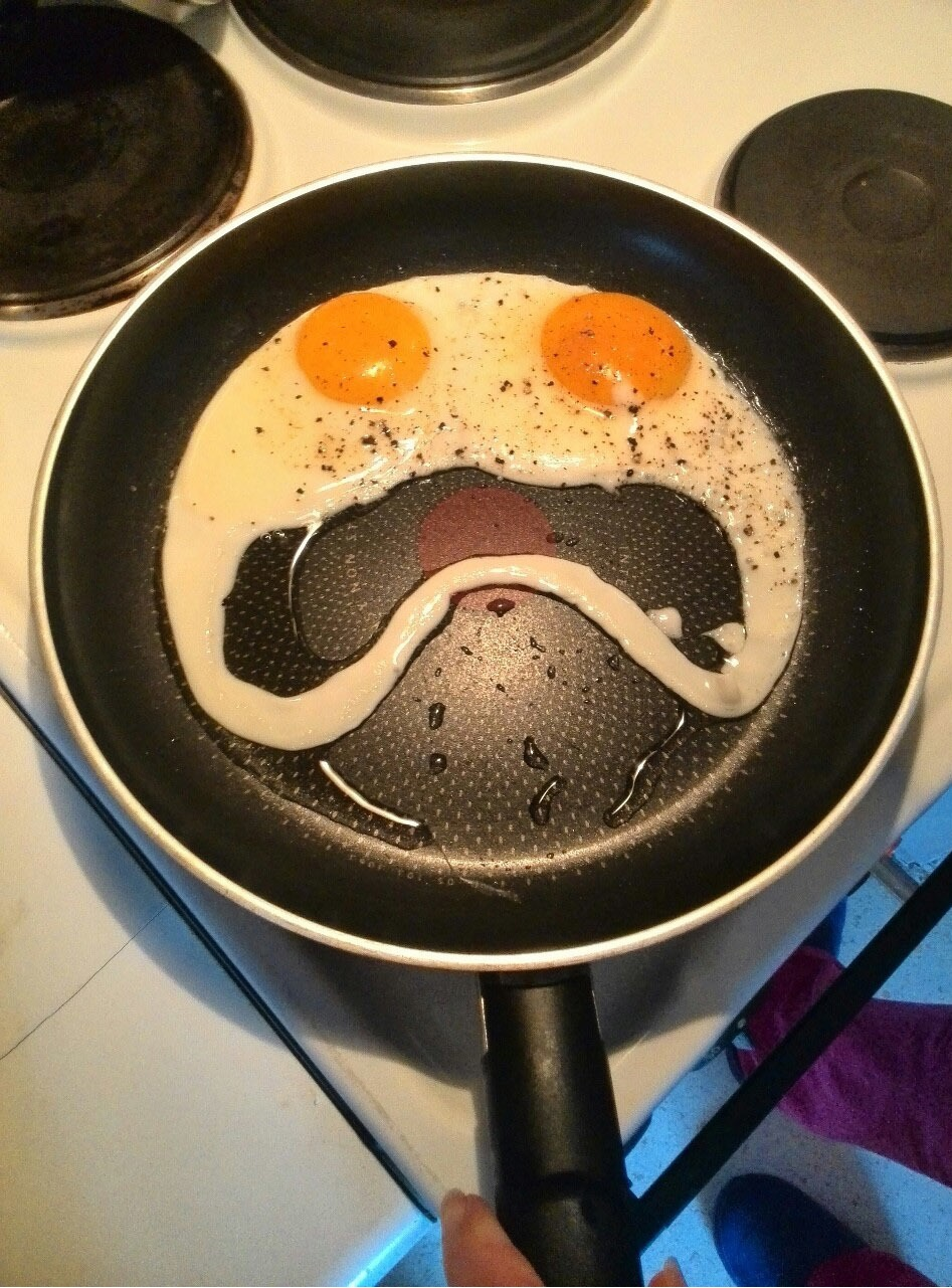 funny-picture-morning-eggs-creepy