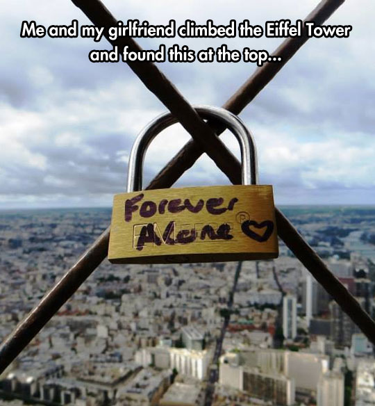 funny-picture-Eiffel-Tower-lock-forever-alone