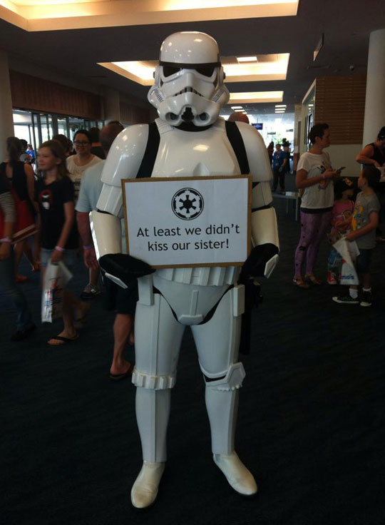 funny-picture-Stormtrooper-sign-kissing-sister-Star-Wars