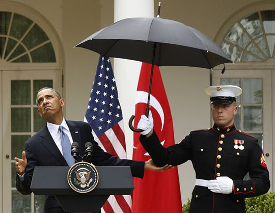 funny-Obama-rain-umbrella-face