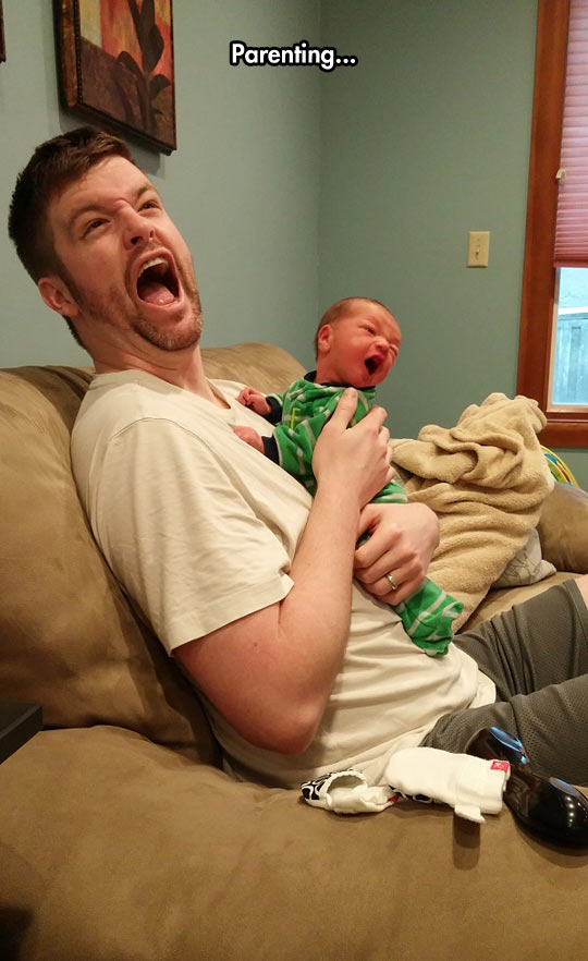 funny-father-baby-screaming-hug