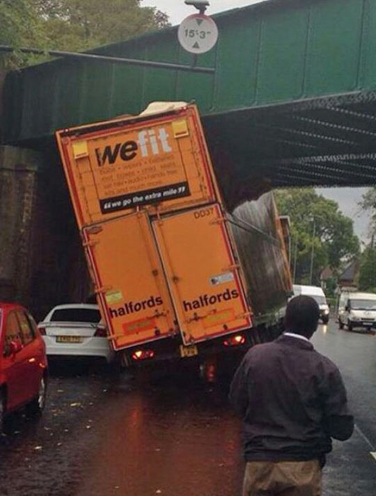 funny-truck-stuck-bridge-road