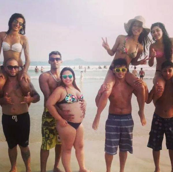girls-beach-guys-challenge
