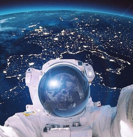 space-epic-selfie