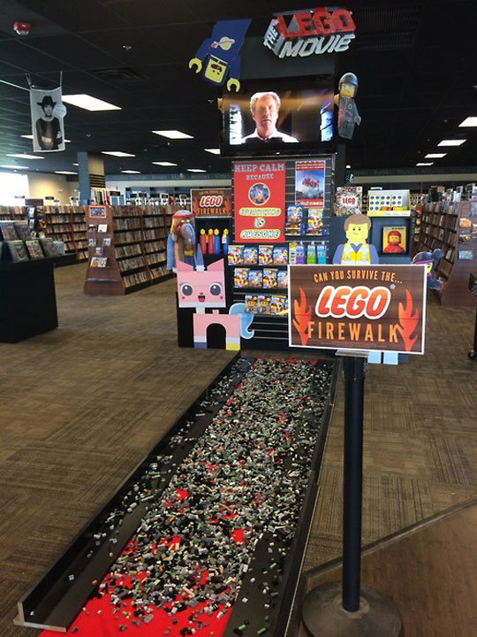 cool-LEGO-fire-walk-store