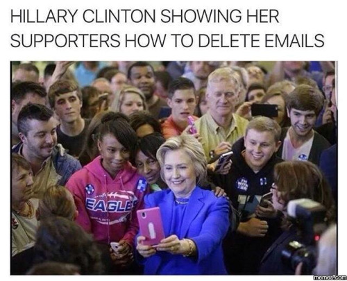 hillary-clinton-selfie-delete-emails